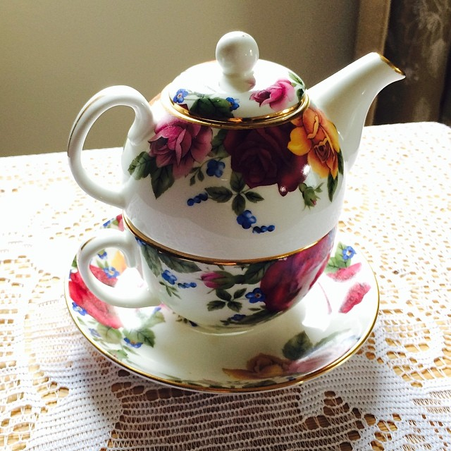 Beautiful tea for one. Should I keep or sell? I have such a hard time deciding. Thinning the herd. DM me if interested. #adeline #teaforone #teacup #teapot