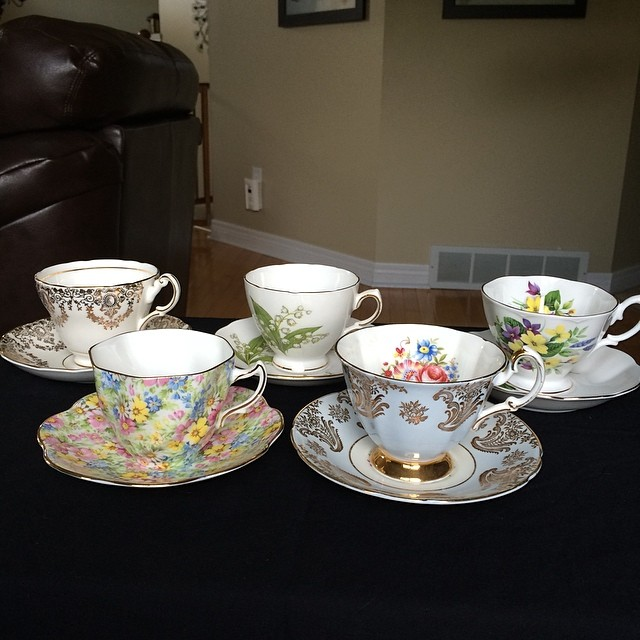 Taking pictures for the catalogue of these lovelies. DM or email if interested. Catalogue at: teacup-treasure.com/catalogue #teacups #teacup #vintage #china #england #chintz