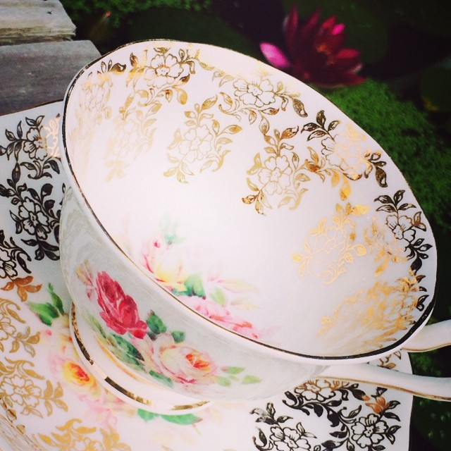 Radiant Royal Albert in gold & roses. Uploading new cups tonight!! #teacup4sale #teacupforsale #vintage #teacup #royalalbert #uncommon More cups at: teacup-treasure.com/catalogue