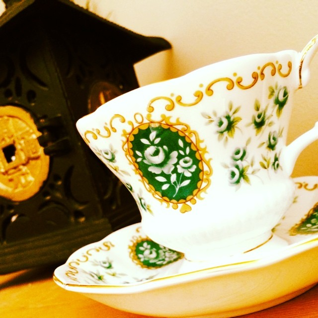 Decided to sell my glorious green Royal Albert Cameo. #memento #teacup #vintage Prices & pics at teacup-treasure.com/catalogue