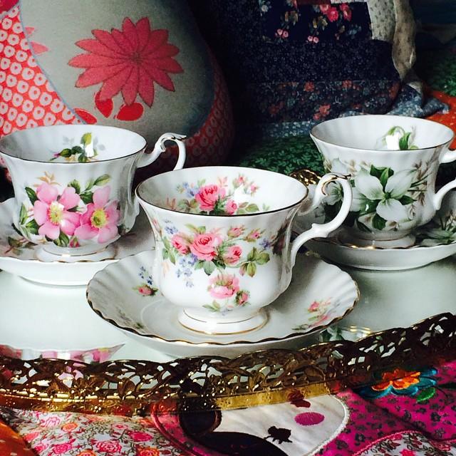 Royal Albert's marvelous Montrose shape. DM or email if interested. More pics, prices & cups at teacup-treasure.com/catalogue #teacup4sale #teacupforsale #royalalbert #vintage #teacup #prairerose #mossrose #trllium