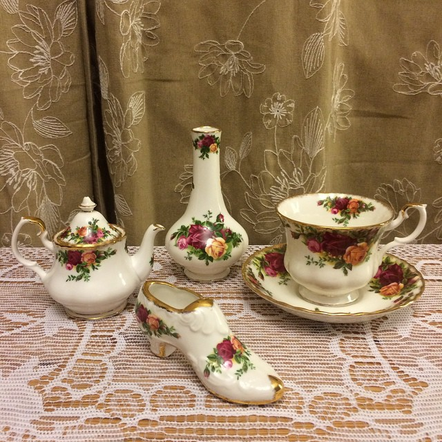 Old Country Roses. Email if interested. More cups at teacup-treasure.com/catalogue #teacup4sale #teacupforsale #tea #teacup #teacups #teatime #vintage #royalalbert #oldcountryroses