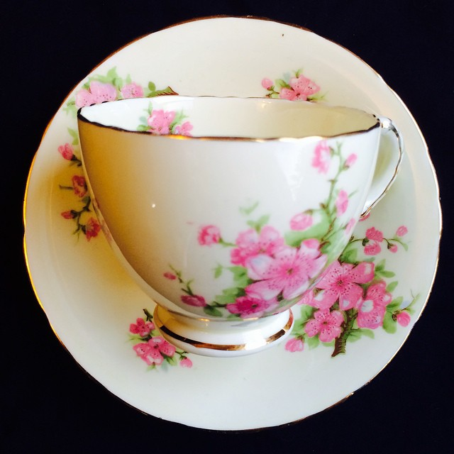 Love the vintage look of this beautiful blossomed Sutherland. Email if interested. More cups at teacup-treasure.com/catalogue #teacup4sale #teacupforsale #tea #teacup #teacups #teatime #vintage