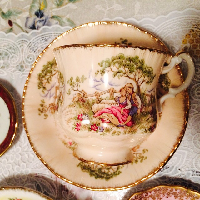 A courting couple flaunts their affections on this pretty paragon. Email if interested. Ships Worldwide. Paypal accepted. More cups at http://teacup-treasure.com/catalogue #teacup4sale #teacupforsale #tea #teacup #teacups #teatime #vintage #paragon #courtingcouple