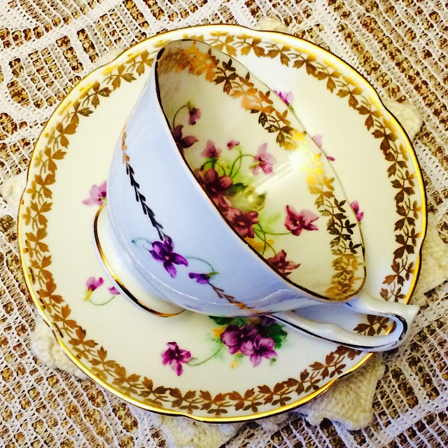 Stunning gold garlands & purple flowers. Collingwoods England. Email if interested. Ships Worldwide. Paypal accepted. More cups at http://teacup-treasure.com/catalogue #teacup4sale #teacupforsale #tea #teacup #teacups #teatime #vintage