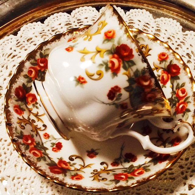 Ravishing Royal Albert Sheraton Series Belinda. Email if interested. Ships Worldwide. Paypal accepted. More cups at http://teacup-treasure.com/catalogue #teacup4sale #teacupforsale #tea #teacup #teacups #teatime #vintage